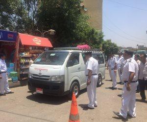 انتشار مكثف لرجال المرور بمواقف العاصمة للتصدي لجشع السائقين « فيديو »