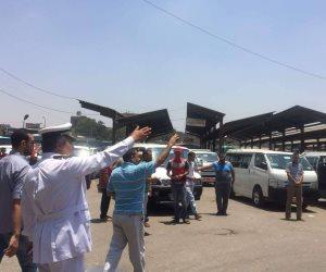 مرور القاهرة: منتشرون في المواقف ومحطات الوقود لمتابعة الشكاوى وضبط المخالفين (فيديو)