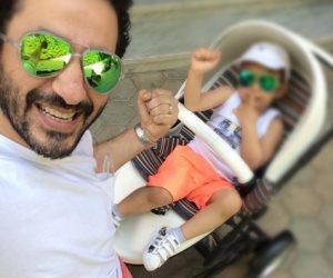 أحمد حلمي يتبنى حملة «السنين الأولى بتفرق»