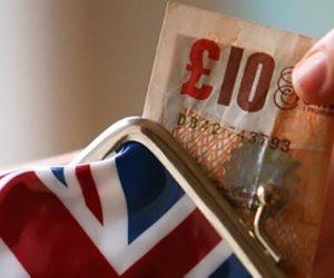 المستهلكون البريطانيون يشهدون أطول انخفاض في القدرة الشرائية منذ السبعينات
