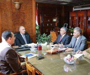 وزير الري يجتمع مع القيادات لاستعراض خطة الوزارة في موسم الصيف