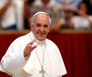 نفتح خزانة ملابس بابا الفاتيكان.. دلائل زي فرنسيس في المناسبات الدينية (صور)