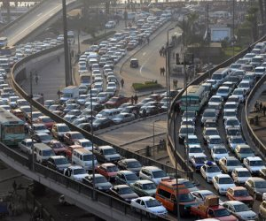 النشرة المرورية...كثافات متوسطة بمحاور القاهرة و الجيزة