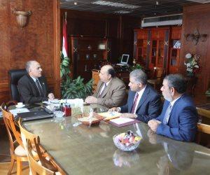 وزير الري يجتمع مع قياداته لتحديث قاعدة البيانات الخاصة بالترع
