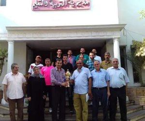 السنجري يكرم فريق العاملين بمديرية التعليم لفوزه بكأس الدورة الرمضانية