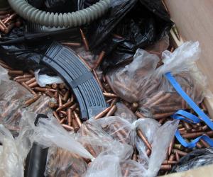 يعاونون الإرهابيين.. اعتقال تجار أسلحة في الشيشان