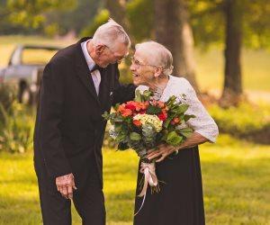 طلع خائن بعد 40 عاما من الزواج.. ستينية تطلب الخلع في محكمة الأسرة