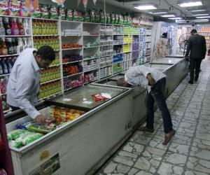 ضبط 14 ألف عبوة مثلجات غير صالحة للاستهلاك داخل أحد مصانع الغربية