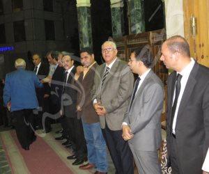 رموز السياسة والإعلام يشاركون في عزاء شقيقة نقيب الصحفيين بعمر مكرم