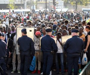 القارة العجوز تُصدّر مشكلاتها للعرب.. تجارة أوروبية جديدة بقضايا اللاجئين
