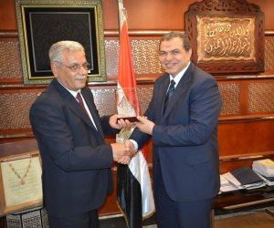 وزير القوى العاملة يلتقي رئيس الاتحاد المهني لعمال النفط بسوريا (صور)