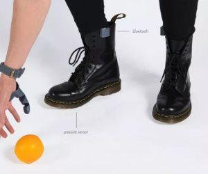 """بالفيديو .. طرف صناعى جديد يدعى """"الإبهام الثالث"""" يمكنك التحكم به عن طريق قدمك"""