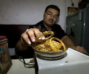 أسعار الذهب تتراجع 3.5 جنيه وعيار 21 يسجل 606.5 للجرام