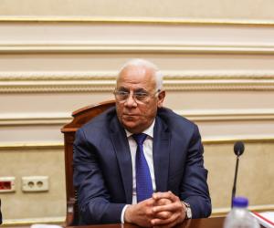 محافظ بورسعيد يلتقي مع مربي الدواجن.. ويبحث سبل الارتقاء بالإنتاج الداجني