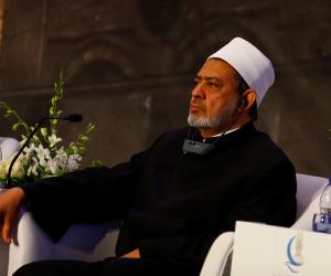الإمام الأكبر يغادر إندونيسيا متوجها إلى سنغافورة