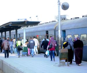 رئيس السكة الحديد للخدمات يتفقد النظافة بخط دمنهور - دسوق