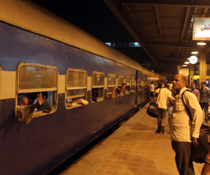 «عذاب ركاب قطارات الضواحي».. تأخر اقلاع قطار «دمنهور – طنطا» 35 دقيقة