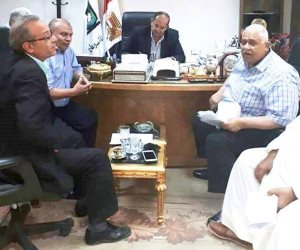 محافظ سوهاج يلتقي أعضاء مجلس النواب عن المحافظة لبحث منظومة مياه الري (صور)