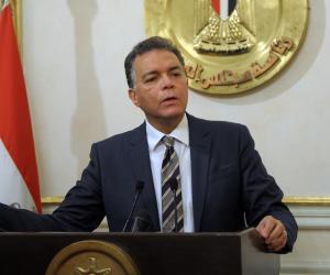 وزير النقل يبحث العرض الصيني لتنفيذ أول قطار سريع في مصر