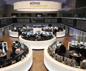 مع ترقب البيانات الاقتصادية.. اليورو يتحرك في نطاق ضيق