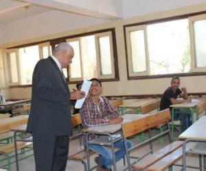 وكيل «تعليم أسيوط» يتفقد امتحانات الدور الثاني لصفوف النقل (صور)