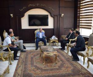 محافظ البحر الأحمر يلتقي مسؤلين بالسفارة الألمانية في الغردقة