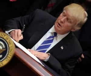 ترامب يقر مشروع العقوبات ضد روسيا