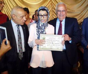 محافظ بورسعيد يكرم أوائل الثانوية العامة والمكفوفين (صور)