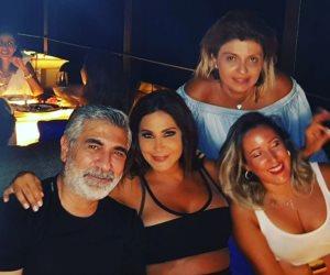 إليسا في حفل عشاء مع أصدقائها (صور)