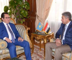 وزير الطيران المدني يبحث مع سفير كازاخستان بالقاهرة العلاقات الثنائية