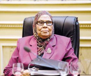 آمنة نصير تطالب بحظر النقاب في المؤسسات الحكومية