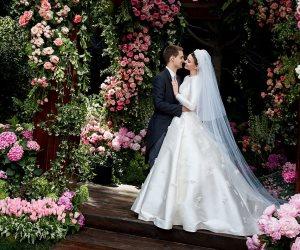 """عارضة الأزياء """"ميراند كير"""" تستوحى فستان زفافها من موديل أميرة موناكو """"جريس كيلي"""""""