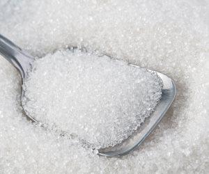السكر المحلي خطر الصحة .. يسبب  البدانة والإصابة بالسكري
