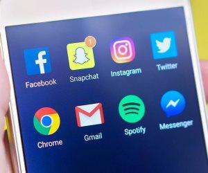 معظم الأمريكيين يحصلون على أخبارهم من «مواقع التواصل».. لكنهم لا يصدقونها