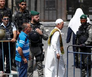 مستوطنون يهود يقتحمون المسجد الأقصى وسط حراسة مشددة من شرطة الاحتلال