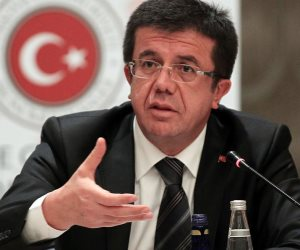 بدأ بتراجع اليرة أمام الدولار.. ما هي آخر مستجدات انهيار الاقتصاد التركي؟