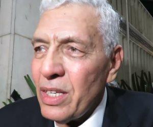 والد الفنان الراحل عمرو سمير يوجه رسالة للحاضرين بالعزاء (فيديو)