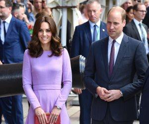 لايقين على بعض.. الأمير ويليام يختار بعناية ملابسه في كل المناسبات لتليق بأزياء زوجته كيت
