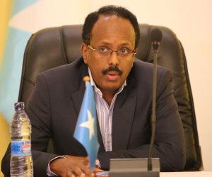 الرئيس الصومالي يتفقد مصابي تفجيري مقديشيو