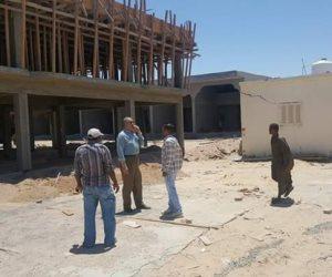محافظ البحر الأحمر يتفقد أعمال الإنشاءات بمدينة الحرفيين بالغردقة