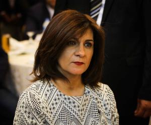 نبيلة مكرم تتواصل مع أسرة المصري المتوفي بالأردن وتستمع لمطالبهم