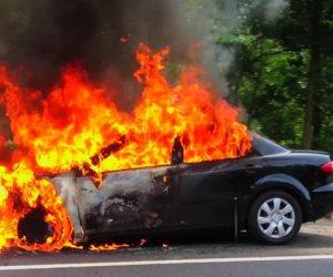 السيطرة على حريق نشب بسيارة محام ومحل إطارات بسوهاج