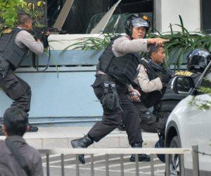 مقتل 3 أشخاص برصاص الشرطة الإندونيسية هاجموا ضبابط بالسيوف