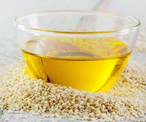 يمتص شوائب الجلد ويساعد على زيادة إفراز الكولاجين..تعرفي على فوائد زيت الخروع