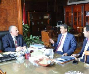 وزير الري يناقش سبل الاستفادة من خبرات الموارد المائية بالبنك الدولي