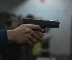 صاحب شركة يقتل أولاده الثلاثة وزوجته وينتحر بمسدسه فى الرحاب