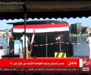 لحظة رفع العلم المصري على الغواصة الألمانية الجديدة (فيديو)
