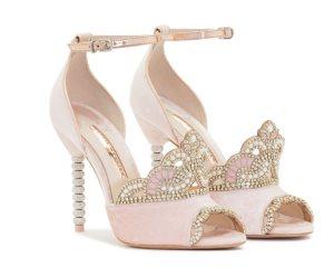 لو فرحك قرب.. اختاري حذاء يوم زفافك.. اعرفى آخر موديلات نشرها أشهر مصممي الأزياء