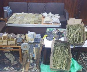 ضبط 4 عاطلين بحوزتهم كيلو حشيش وأقراص مخدرة في شبرا الخيمة