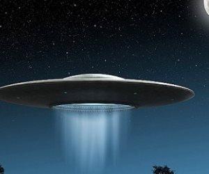 """تقارير إعلامية حول رؤية سكان عدة دول لمئات الأطباق الطائرة خلال """"القمر الدامى"""""""